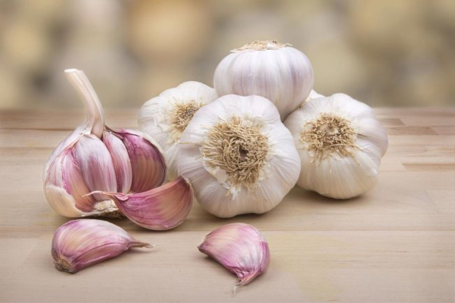 Garlic-Soup-Made-With-52-Cloves-of-Garlic-Can-Defeat-Colds-Flu-and-Even-Norovirus